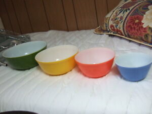 Set of Vintage Pyrex Primary Color Mixing Bowls,2071