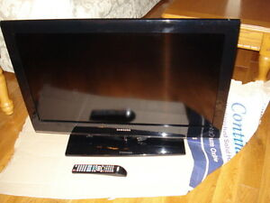 """39"""" SAMSUNG TV WITH REERFECT CONDITION WITH REMOTE CALL"""