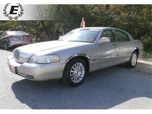 2003 LINCOLN TOWN CAR SIGNATURE   WITH ALPINE STEREO
