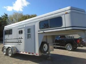 Horse trailers buy or sell other trailers in ontario kijiji 1997 sundowner trailer 2 horse gooseneck dress room 76 high sciox Image collections