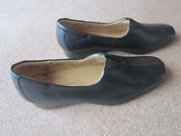 Hush Puppies size 7 Black leather wedge -Worn or an hour to try out so Immaculate