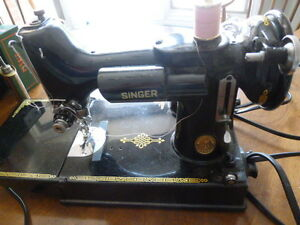 Singer Sewing Machine - FeatherWeight Rare Model # 221 - Canada