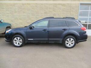 2012 Subaru Outback - Midsized SUV, Leather Interior, 5 Pass