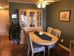 Dining Room Table, 4 chairs and matching Hutch