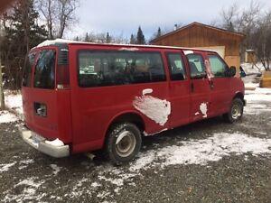 2000 GMC Savana 15 passenger van