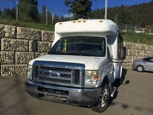 2008 Ford E-350 9 + passenger, mini bus Williams Lake Cariboo Area image 4