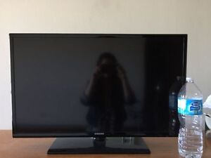 LIKE NEW - Samsung 32-Inch LED TV