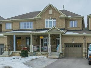 Great Freehold Starter Home in Richmond Hill!!!