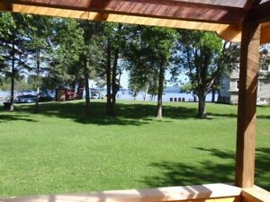 Weekly Cottage Rental on Golden Lake 1 1/2 h to Algonquinpark