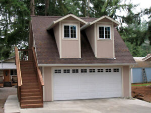 LIVING ACCOMMODATIONS/LARGE GARAGE