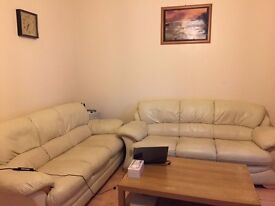 3 BEDROOMS IN A HOUSE- SHARE LIVING ROOM AND KITCHEN- AVAILABLE IN EAST HAM