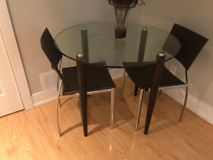 Table dinette + 2 chaises