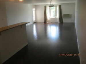 Traverse Avenue - 2 Bedroom Apartment for Rent