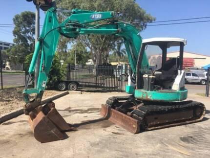 Excavator 55 UJ IHI zero swing with 2 buckets, steel tracks