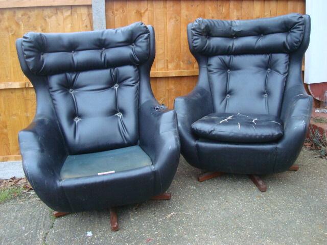 Pair Parker Knoll Statesman Egg Swivel Chairs Needs Refurbishment - Parker knoll egg chair