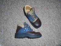 Clarks boys shoes size 6-post it