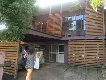 ROOM AVAILABLE in LARGE TOOWONG SHAREHOUSE
