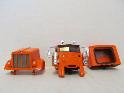 DCP 1/64 SCALE 389  PETERBILT, HOOD, GRILL, CAB &  SLEEPER  (PARTS ONLY) 2