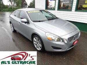 2012 Volvo S60 T6 AWD Leather/Sunroof/Blind Spot Assist & MORE!