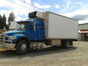 M2-106 Freightliner with Legal Sleeper and C-7 Cat Engine Comox / Courtenay / Cumberland Comox Valley Area image 5