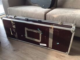 Solid wooden pedalcase for guitarpedals : great for touring