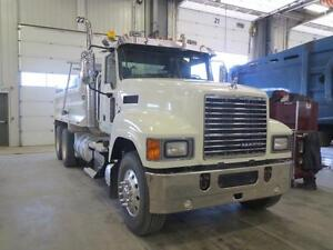 Mack CHU613 gravel truck