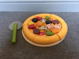 Melissa and Doug Wooden Pizza and cutter