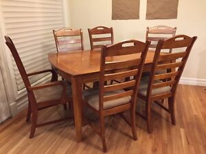 Dining Room Table & Chairs - 7 pieces