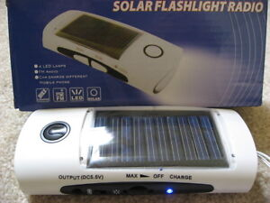 Travel-Emergency Solar Phone Charger/LED Flashlight/FM Radio
