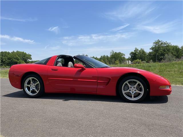 2000 Red Chevrolet Corvette Coupe  | C5 Corvette Photo 2