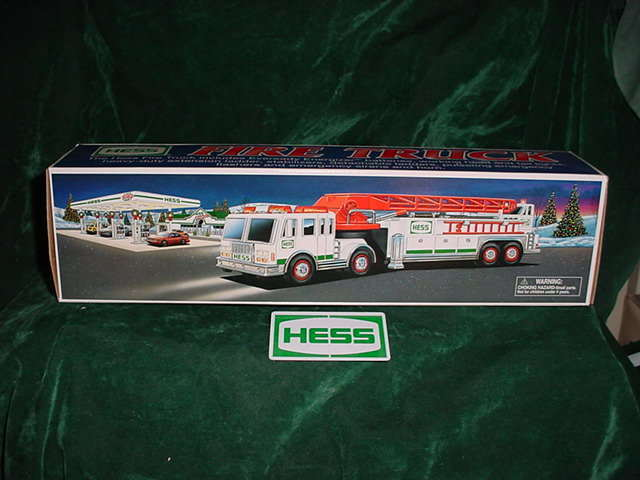 CHRISTMAS XMAS HOLIDAY GIFT FIRETRUCK 2000 HESS FIRE TRUCK MIB NEVER DISPLAYED