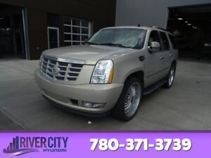2009 Cadillac Escalade AWD 8 PASSENGER Leather,  Heated Seats,