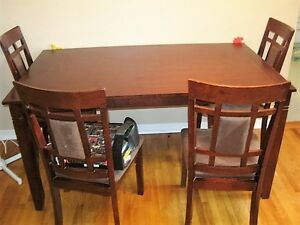 DINING TABLE & 6 CHAIRS....