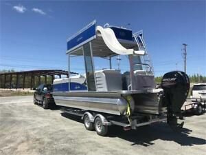 AVALON LUXURY PONTOON BOAT