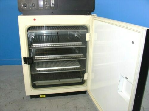 QUEUE 2110 CO2 Incubator w/ manual & Nuaire NU-1558 air pump