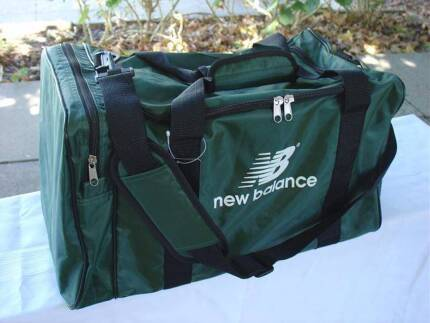 40 Litre Water-Proof SPORTS TRAVEL GYM DUFFLE OVERNIGHT BAG,5 Col Marangaroo Wanneroo Area Preview