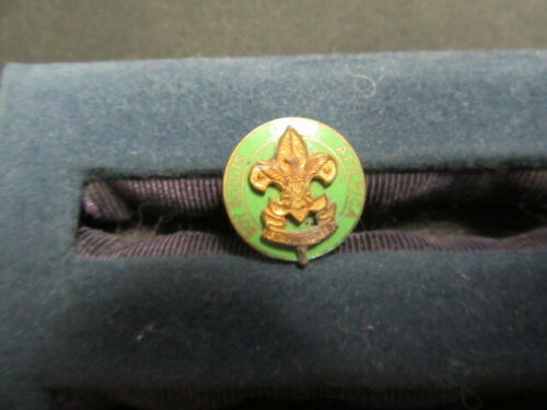 Assistant Scoutmaster Collar Pin, Dime sized       c40