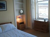 Lovely City Centre FESTIVAL APARTMENT, 2 minutes walk from Princes' Street and Grassmarket