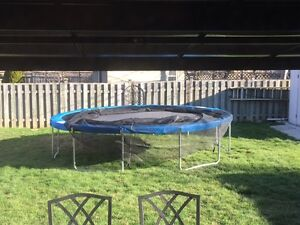 14' TRAMPOLINE AND ENCLOSURE COMBO