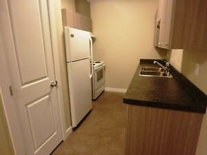 #4555 -  2 Bedroom Unit in Smith $900 H/W inc.  Avail.  Now
