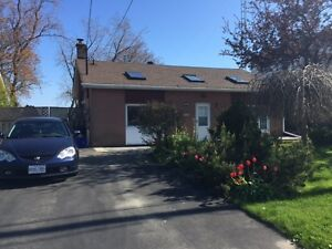 Lakefront house flat in Oshawa for renting