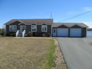 Stunning Waterfront Home minutes from Town