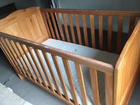 Wooden cotbed