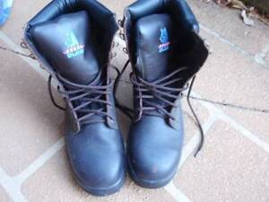 Mens steel cap work boots size 9 Bulli Wollongong Area Preview