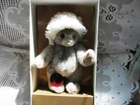 "8.5"" GREY GUNDY GUND 1986 COLLECTOR LTD BEAR, BOX"