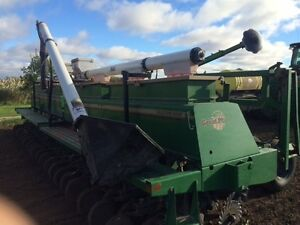 1997 Great Plains 3010NT Solid Stand 30 Foot Drill London Ontario image 4