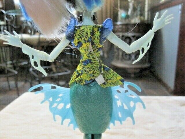 Monster High Great Scarrier Reef Glowsome Ghoulfish Frankie Stein Doll - $25.99