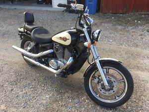Honda Shadow Spirit (vt1100c) - Mint w/lots of extras