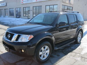 7 PASSENGER !!! LIKE NEW !!! 2011 NISSAN PATHFINDER SE