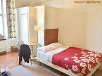 Studio flat in Holland Road, Holland Park